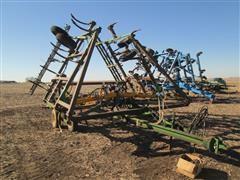 John Deere 1610 Chisel Plow w/NH-3 Application Equipment