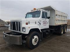 1986 International F-2574 T/A Dump Truck
