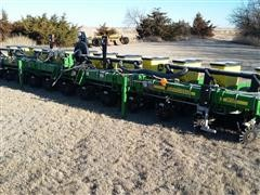 2009 John Deere 1710 12 Row Planter