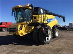 2012 New Holland CR9070 Combine