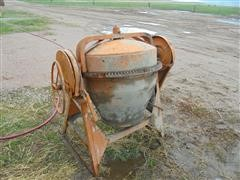 Montgomery Ward GIL 26483B Cement Mixer