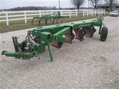 John Deere 2600 5 Bottom Moldboard Plow