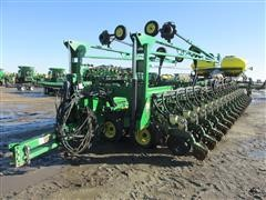 2008 John Deere DB90 on Bauer Built Frame Corn Planter