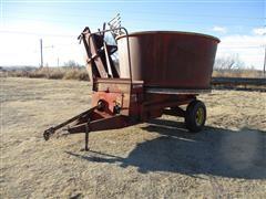 Farmhand F890 Tube Hay Grinder